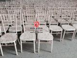 結婚式のためのChiavariのスタック可能木の椅子