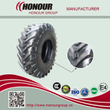 農業のタイヤのトラクターは農場のタイヤにタイヤをつける