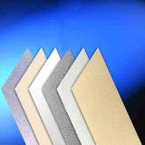Белый и серый лист пластмассы PVC