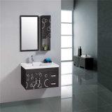 Governo d'acciaio fissato al muro del lavandino della stanza da bagno di disegno semplice