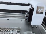 表面取り付け、LEDの生産のためのNeoden3Vの熱い販売法の高精度なデスクトップの一突きそして場所機械