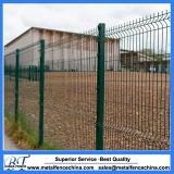 高品質PVCは3D金網の塀によって溶接された庭の塀のパネルに塗った