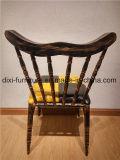 多彩な鉄の喫茶店椅子または棒椅子か酒保の椅子