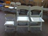 비닐 패드를 가진 수지 접는 의자