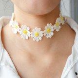 Het nieuwe Katoenen van de Juwelen van de Manier van de Tendens Hete Met de hand gemaakte Koord van de Kabel haakt de Witte Nauwsluitende halsketting van het Kant van de Stamper van Bloemen Gele