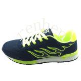 Pattini casuali della scarpa da tennis di modo dei nuovi uomini caldi