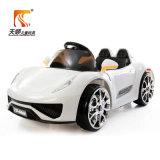 Batteriebetriebenes Kind-Auto mit vier hellen Rädern
