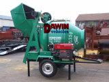 Betoniera montata rimorchio del timpano del motore diesel con il sistema di sollevamento della tramoggia idraulica