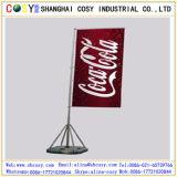 Bandiera bassa trasversale di volo dell'acqua con i basamenti esterni del palo di bandierina