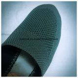 Лето дышает свободно плоским ботинком PVC с отверстиями
