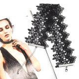 Colliers fabriqués à la main personnalisés neufs chauds de foulard de rapport de fleur de crochet de noir de modèle au loin