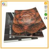 薄紙表紙の本の縫う製本簿の印刷
