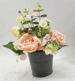 Flores blancas artificiales de la decoración de la boda