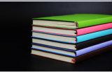 Cuero de promoción económica de la cubierta del cuaderno con la pluma
