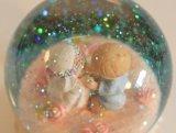 Bola de encargo del globo de la nieve de la venta al por mayor de la resina para la decoración de la boda
