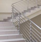 耐久のステンレス鋼の棒の手すりのステアケースおよびバルコニーの柵デザイン