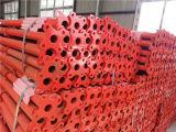 건축은 그려진 빨간 비계 강철 버팀대를 이용했다
