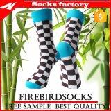 Chaussettes faites à l'usine de robe de jacquard de dames de chaussettes dans la qualité