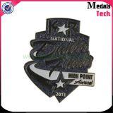 Free Design Custom Metal Bruñido brillo Dance Lapel Pins (insignia) con clips de mariposa