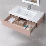 La parete sanitaria degli articoli ha appeso il lavabo di superficie solido della stanza da bagno