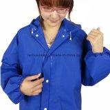 Куртка дождя модной и высокой ранга и тяжелое дыхание дождя