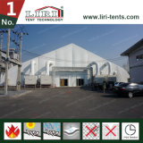 展覧会のための大きいカーブのテント