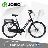 Retro METÀ DI bici della bici E del motore della città elettrica