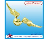Soft Enamel (LZY-1000078)の高品質のCustom Metal Gold Wing Lapel Pin Badge