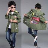 Куртка мальчика способа с одеждами детей хорошего качества