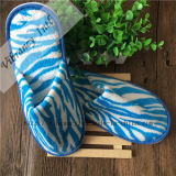 처분할 수 있는 파란과 백색 산호 양털 호텔 슬리퍼 또는 호텔 예의 슬리퍼