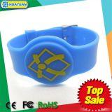 L'HF ISO14443A MIFARE 1K classico di Adjustbale del campione libero impermeabilizza il Wristband del silicone RFID