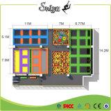 Quadratischer freier Entwurfs-Trampoline-Park mit bunter Matte für Kinder und Erwachsenen