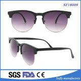 Runde Weinlese-Form-Sonnenbrillen für Frauen und Männer am Sommer