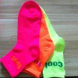 La couleur au néon lumineuse cogne Madame exceptionnelle Socks de mode de regards