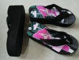 黒いストラップのウェッジヒールの女性Summer Shoes