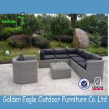 屋外の藤の柳細工のソファーの一定の現代デザインソファー