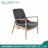 Mobilia del salone dei piedini di legno con l'ammortizzatore