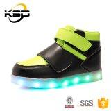 Aangepaste LEIDENE van de Schoen van de Sport van de Jonge geitjes van de Riem van de gesp Waterdichte Reachargeable Lichte Schoenen
