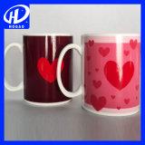 Color caliente de las tazas de cerámica de la historieta que cambia la taza de cerámica de la leche