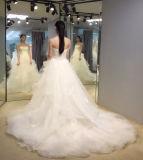 王女夜会服の袖なしの白い婚礼衣裳