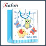 По-разному мальчики и девушки конструкций прокатали бумажный мешок для младенца