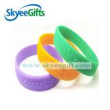 Incandescenza adulta del prodotto del silicone nei Wristbands scuri del silicone