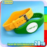 E切符システムRFID私コードSliのプラスチックフィットネス・クラブWritsbandかブレスレット
