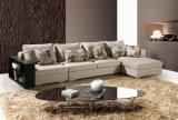 木フレームの棚とセットされる魅了1+3+Chairsソファー