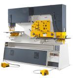 Perfurando, cortando, máquina de dobra com o multi trabalhador do ferro