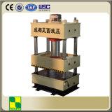 Fonctionnement de presse hydraulique avec le fléau quatre