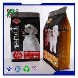 지퍼를 가진 비닐 봉투를 포장하는 애완 동물 먹이