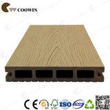 Decking en plastique en bois du composé WPC pour la terrasse