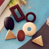 新しく熱く粋なハンドメイドの三角形のたくましい木製の自然な木製のスタッドのイヤリング