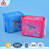 Serviette hygiénique remplaçable pour l'usage de règles de femmes